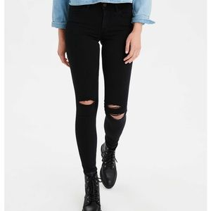 American Eagle black distressed jegging